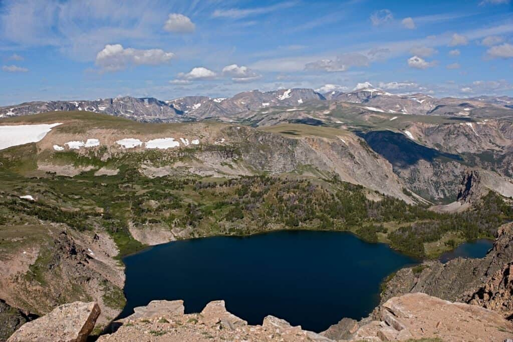 alpine lake near the beartooth pass
